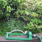 Arroseur Jardinage Arrosage de pelouse Haute vitesse Rail Maintenance 16-Trou Buse en plastique Automatique Oscillation Sprinkler Buse 0-120 Degrés Rotation Arroseur de la marque iBaste image 4 produit