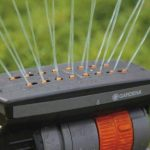 Arroseur oscillant escamotable OS 140 de GARDENA: système d'arrosage pour surfaces carrées et rectangulaires jusqu'à 140 m2, portée jusqu'à 15 m, peut être installé au niveau du sol (8220-29) de la marque Gardena image 2 produit