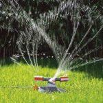Arroseur rotatif Mambo Comfort de GARDENA: arroseur de pelouse pour un arrosage uniforme, gicleurs rotatifs de précision, pour des surfaces de jusqu'à 310 m², portée max. du jet 20 m (2062-20) de la marque Gardena image 1 produit