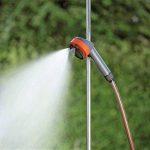 Douche de jardin trio de GARDENA: douche avec 2 types de jets (jet de douche/brouillard d'eau), quantité d'eau réglable, pommeau amovible avec tuyau de 1,3 m, trépied, réglage en hauteur (960-20) de la marque Gardena image 3 produit