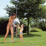 Douche de jardin trio de GARDENA: douche avec 2 types de jets (jet de douche/brouillard d'eau), quantité d'eau réglable, pommeau amovible avec tuyau de 1,3 m, trépied, réglage en hauteur (960-20) de la marque Gardena image 2 produit
