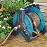 Gardena Dévidoir Classic 50: dévidoir pour tuyau d'arrosage max. 50 m (tuyau de 13 mm), construction compacte, avec raccord anti-goutte, raccord de tuyau coudé (8007-20) de la marque Gardena image 1 produit