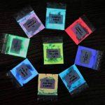 Premium (couleur des échantillons) Glow in the Dark Poudre de pigments (Not-encapsulated) Plus Long Lasting Glow in the Dark Poudre. Recommandé pour tous les Incolore Medium. Encre. Peinture. Résine Plastique. réparation etc., Green, 30g (15 x 2g) de la m image 2 produit